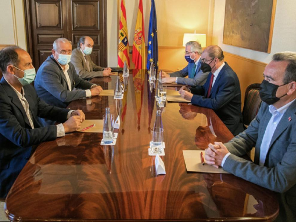 Reunión de Javier Lambán con representantes de la Junta Central de Usuarios Rio Jalón.