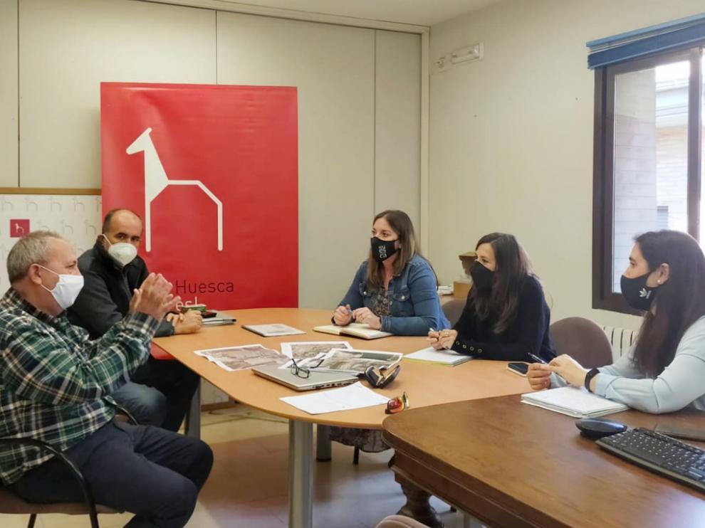 Reunión del ayuntamiento de Huesca y Acuaes