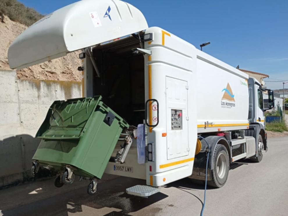 Camión lavacontenedores de la Comarca de Los Monegros.