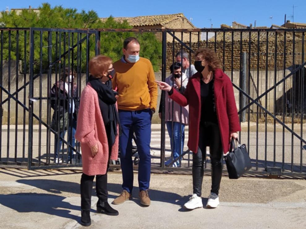 Maribel de Pablo, Sergio Gambau y Olga Alastruey, el pasado lunes en Peralta de Alcofea.