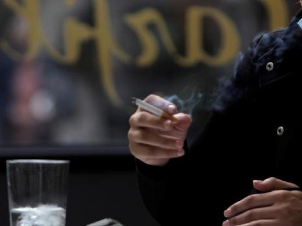 El Ministerio propone la prohibición de fumar en terrazas