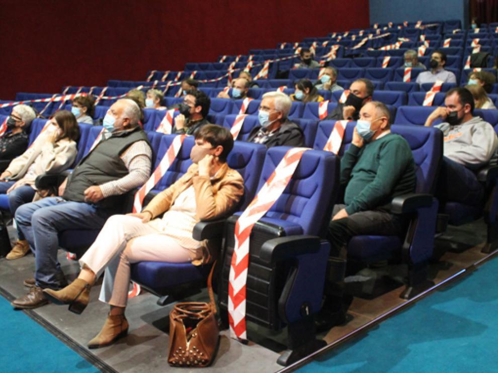 """La reunión tuvo lugar en el Cine-teatro """"El Molino"""" de Sariñena."""
