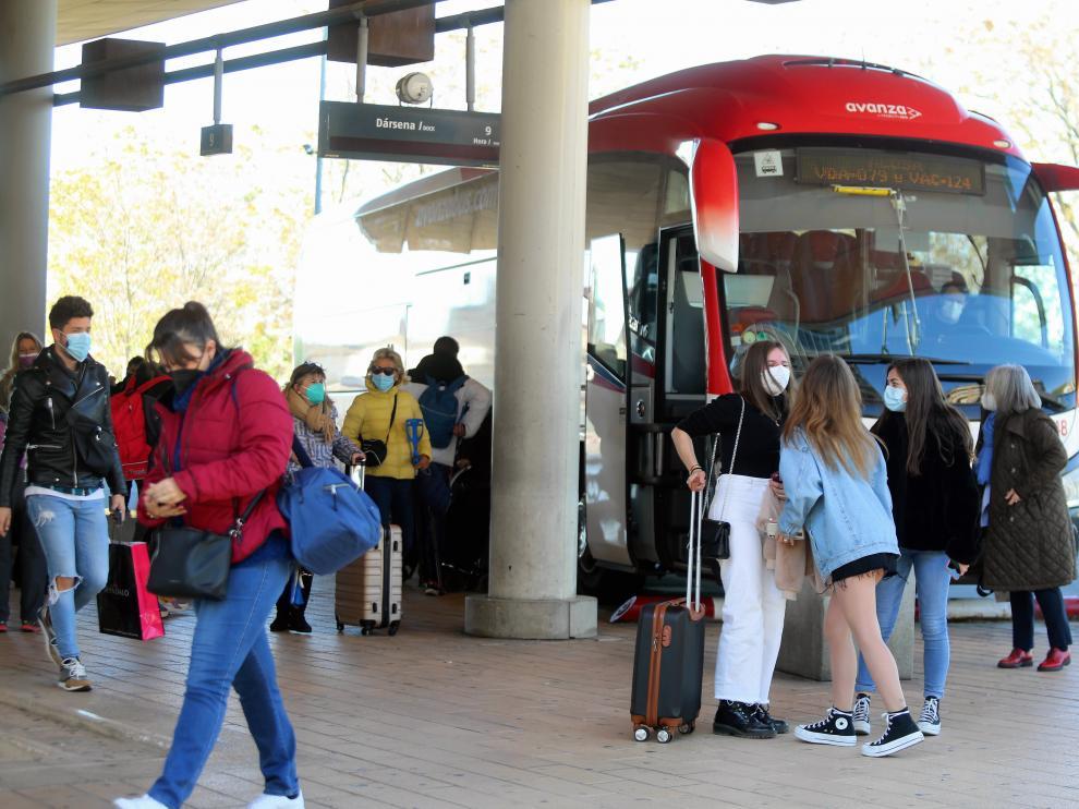 Foto de buses y viajeros foto pablo segura 17 - 4 - 21 ..[[[DDA FOTOGRAFOS]]]