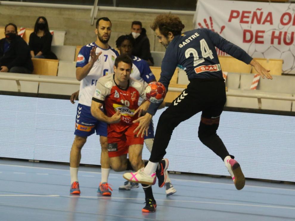Adriá Pérez lanza ante Sastre.