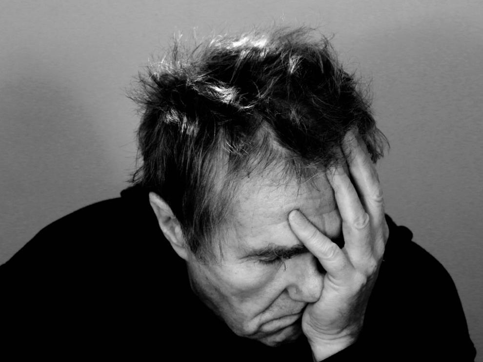 El estrés financiero puede provocar dolor físico casi 30 años después.