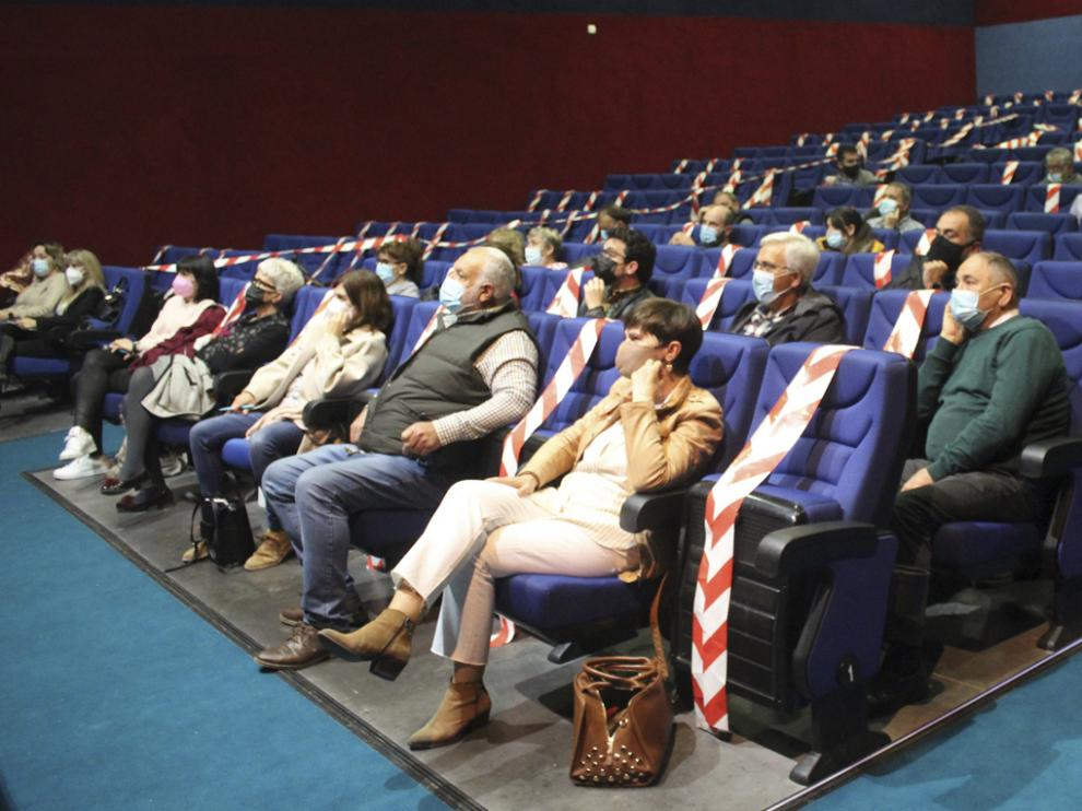 Encuentro sectorial sobre turismo celebrado en el Cine-teatro de Sariñena.