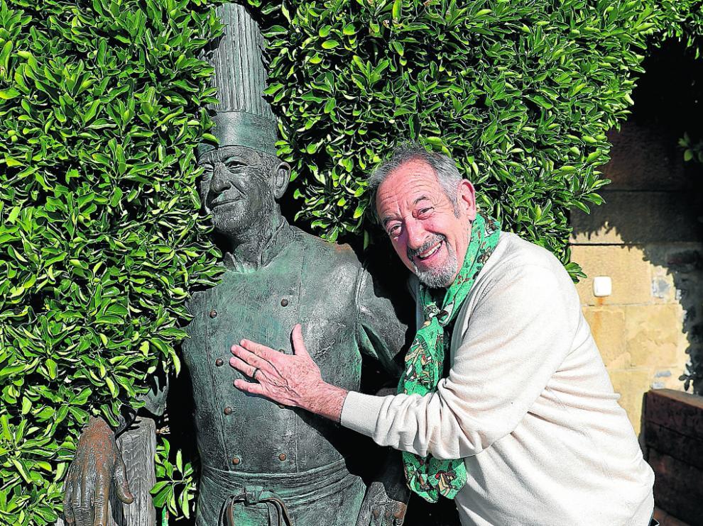 El cocinero Karlos Arguiñano, posa en su restaurante de Zarautz.