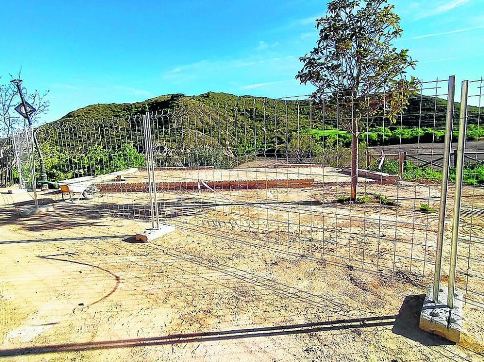 Imagen del solar donde estaba el centro social en construcción ahora derribado.