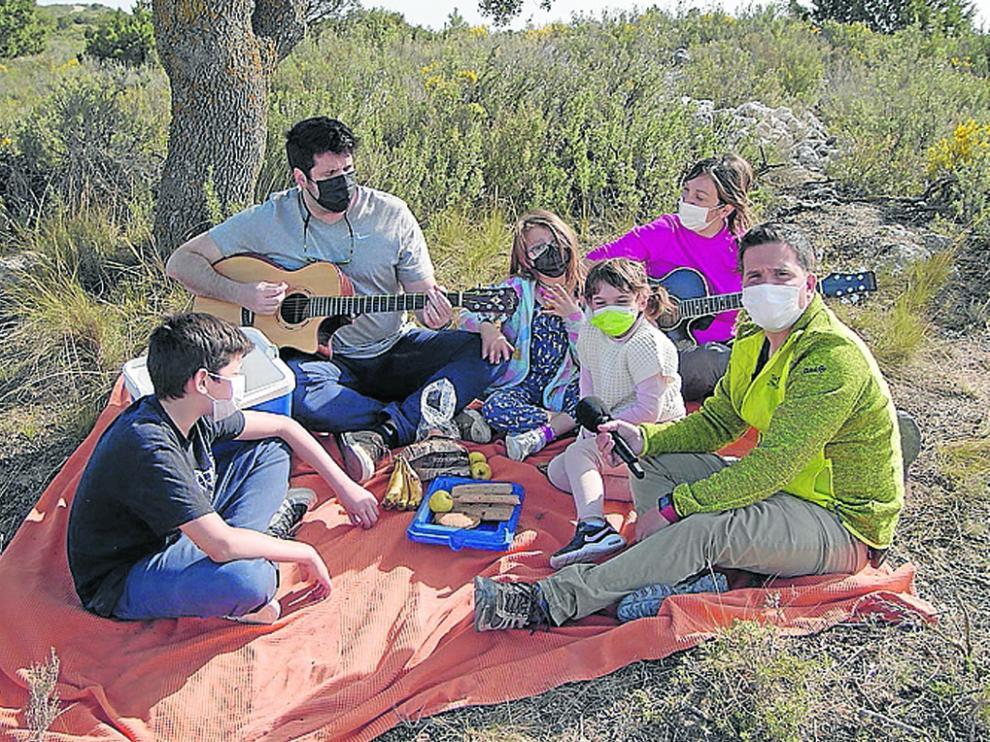 Javier Zapater visita Lecineña con el programa de Aragón TV Un lugar para quedarme.