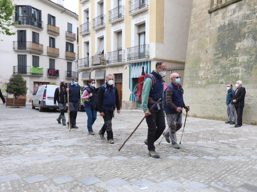 Los peregrinos a su llegada a la iglesia de San Pedro el Viejo