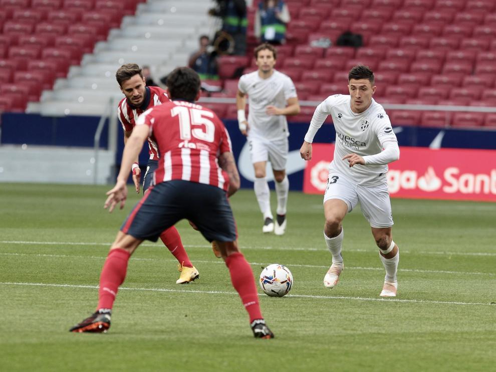Un momento del partido entre el Atlético de Madrid y el Huesca.