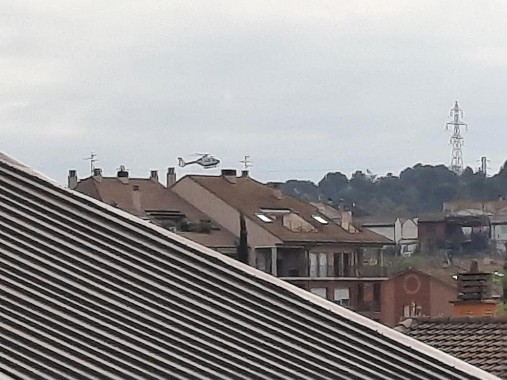 El helicóptero sobrevuela la zona de búsqueda