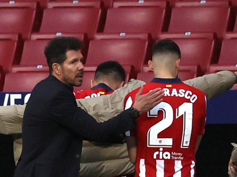 Simone saluda a Correa y a Carrasco.