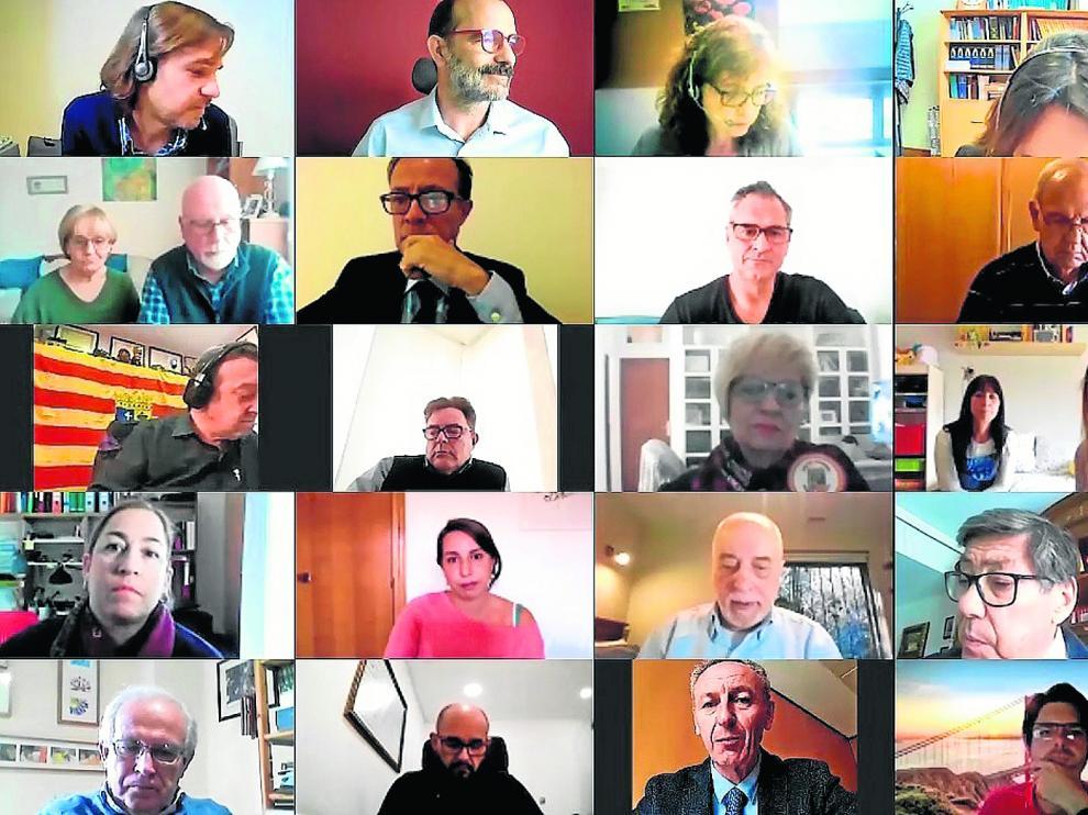 Arturo Aliaga y Luis Estaún mantuvieron una videoconferencia con miembros de comunidades en el exterior