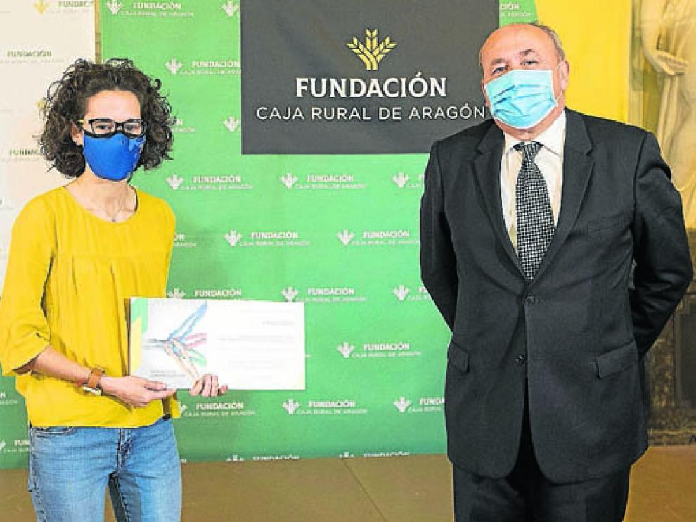 Entrega del cheque a la asociación Amo de Monzón, centrada en apoyar al autismo en al Zona Oriental de Huesca