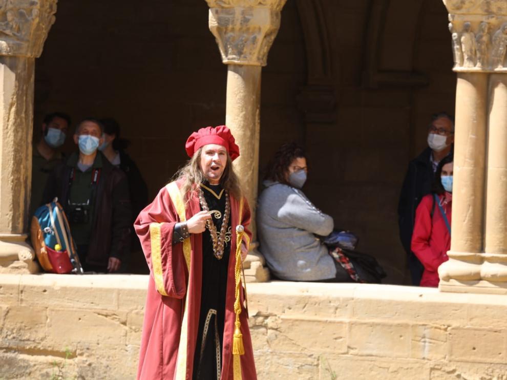 La visita turística de la mañana de este sábado ha contado con una representación teatral