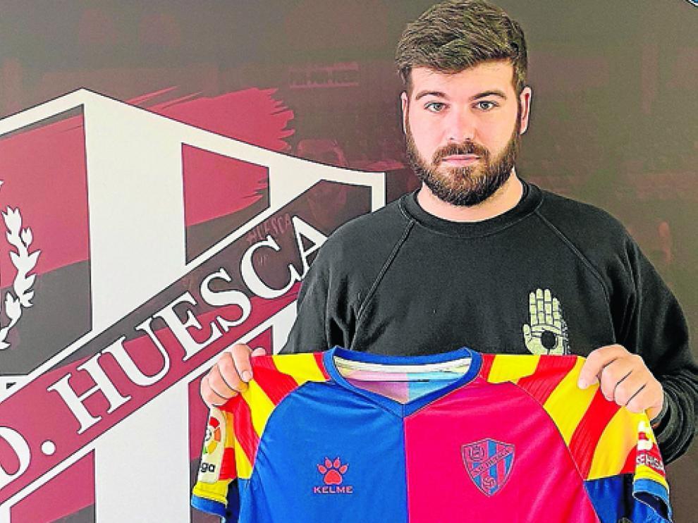 Jorge Lasaosa, con la camiseta del Huesca-Getafe.