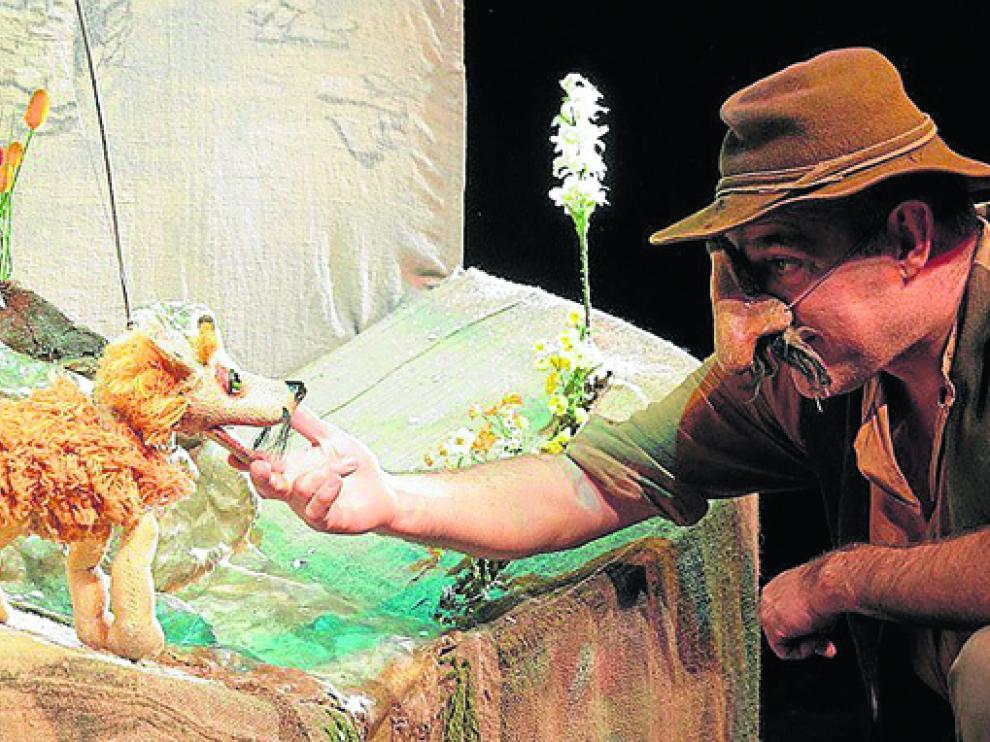 Paco Paricio en una escena de 'La fábula de la raposa'.