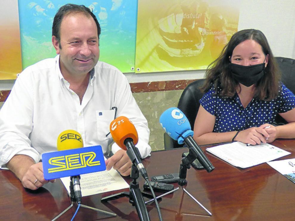 El presidente del Ceder Somontano, Mariano Altemir y Patricia Sanchón, técnica de este grupo.