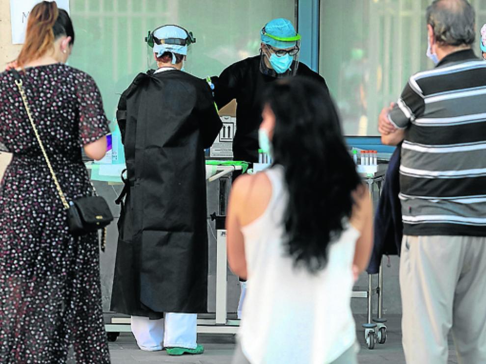 Foto de archivo de pruebas masivas en el Centro de Salud de Fraga.