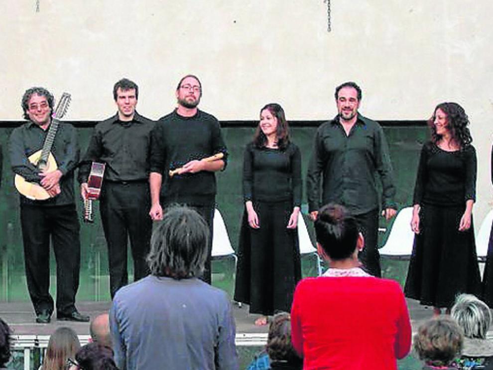 Imagen de archivo del espectáculo Poetián representado en una entrega de premios del 'Condau de Ribagorza'.