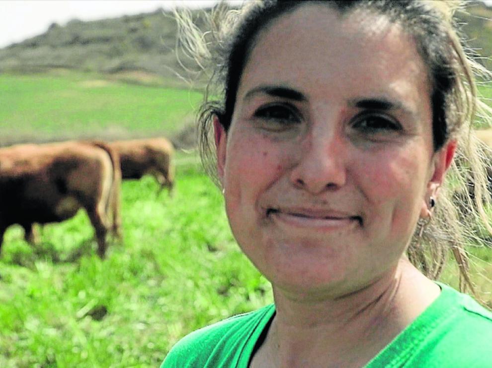 La montisonense Beatriz Sancho, veterinaria y ganadera de vacas nodrizas