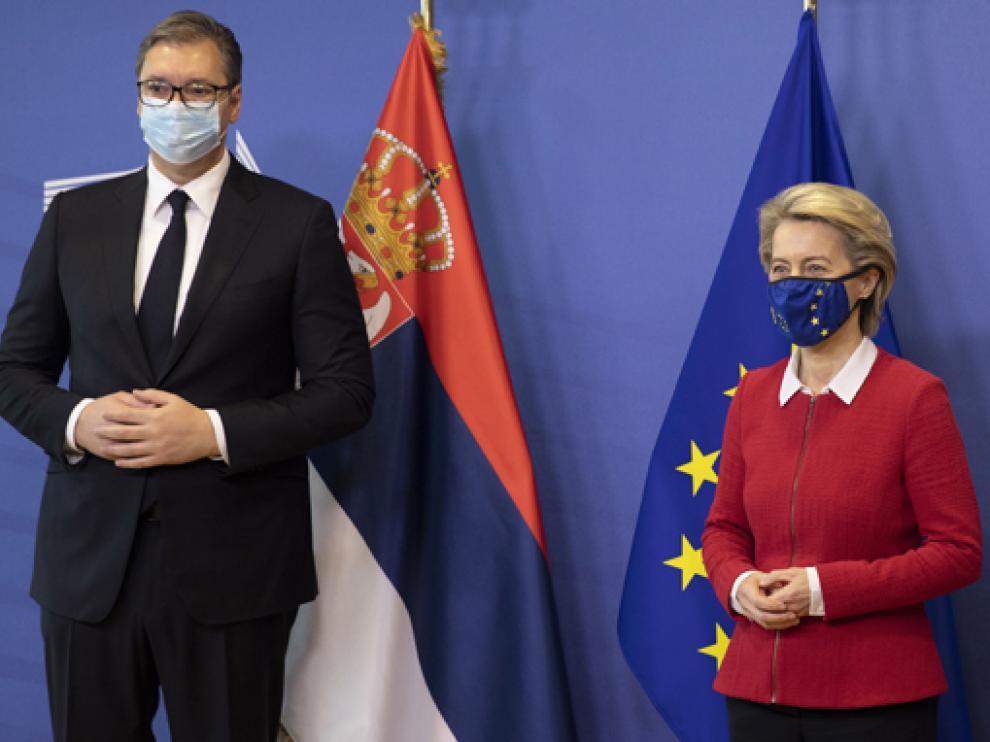 Ursula von der Leyen y el presidente serbio Aleksandar Vucic