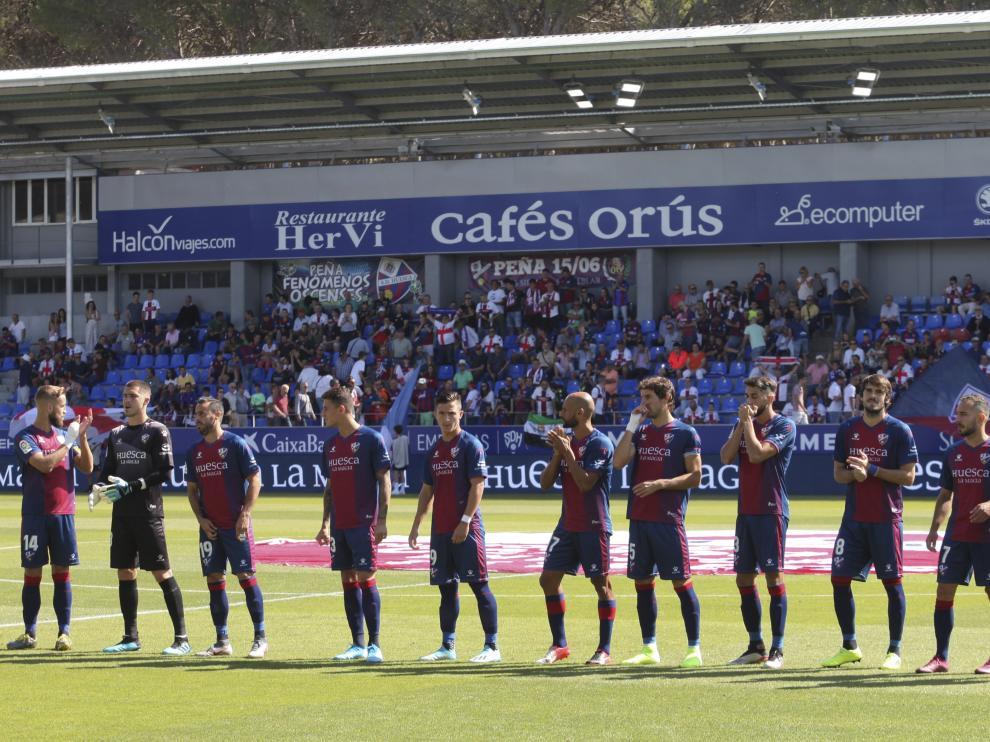 Imagen de los jugadores del Huesca antes de un partido con público de la temporada pasada.