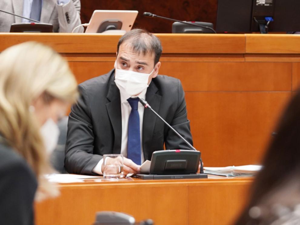 Andrés Leal, durante su comparecencia de este lunes en la Comisión de Hacienda de las Cortes.