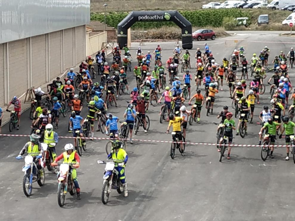 La salida en Velilla de Cinca, con distancia entre los bikers participantes.