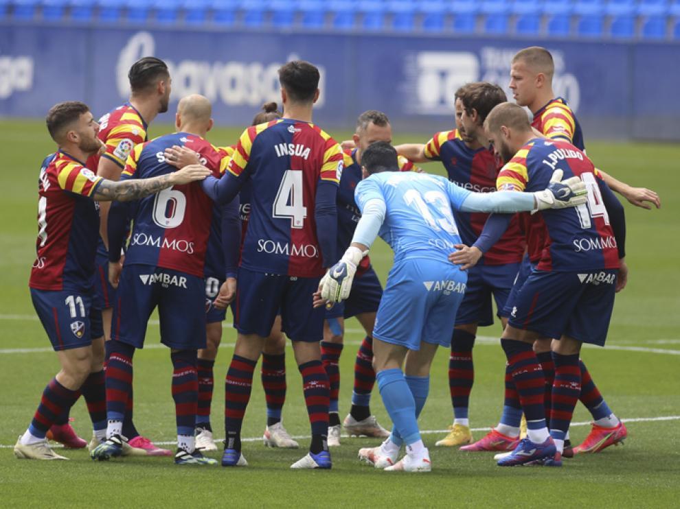 Jugadores del Huesca en el partido ante el Getafe.