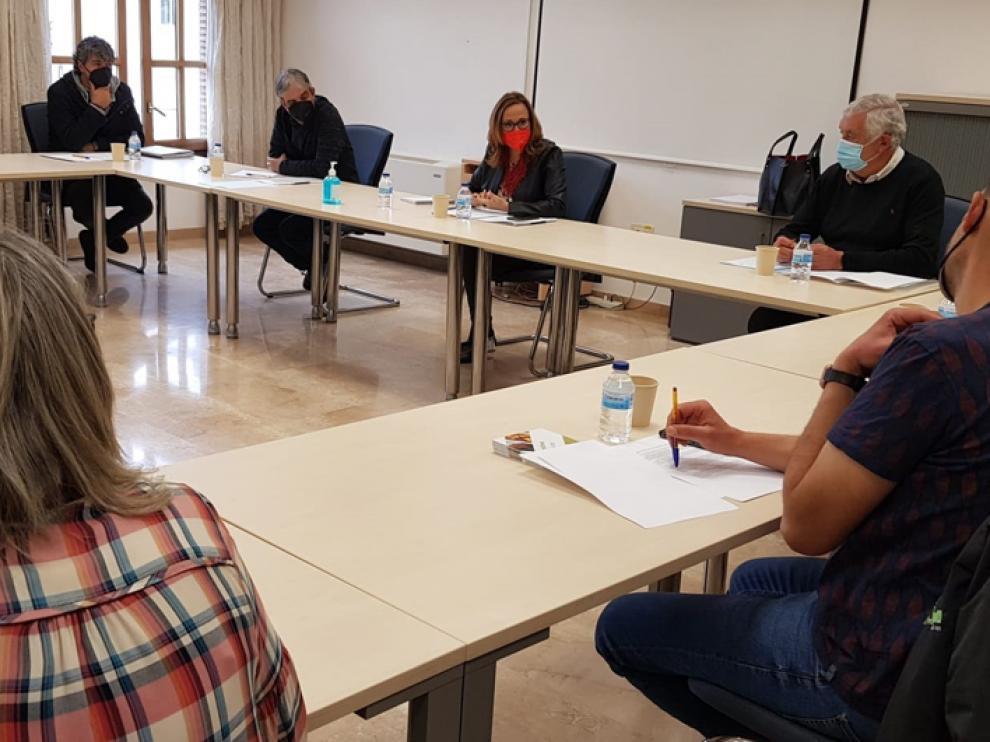 La consejera de Presidencia y Relaciones Institucionales, Mayte Pérez, se reúne en Valderrobres con representantes empresariales e institucionales de la comarca del Matarraña