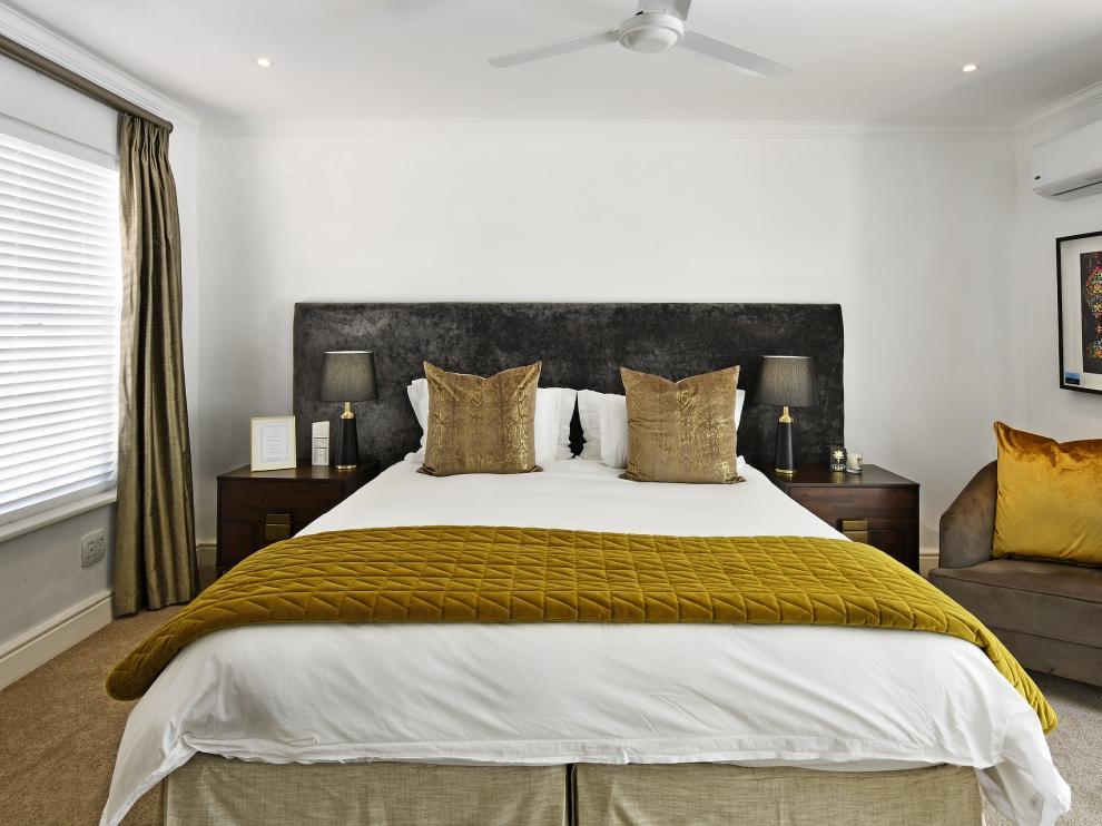 Instalación de aire acondicionado en un dormitorio familiar.