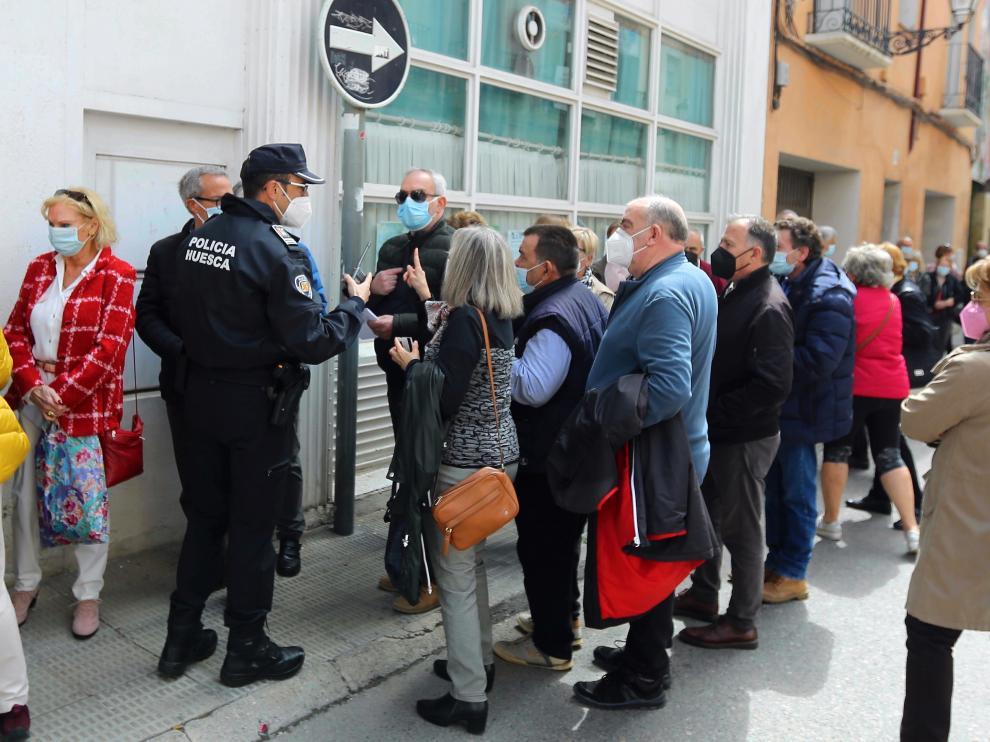 Colas para la vacunación de Janssen ayer en Huesca