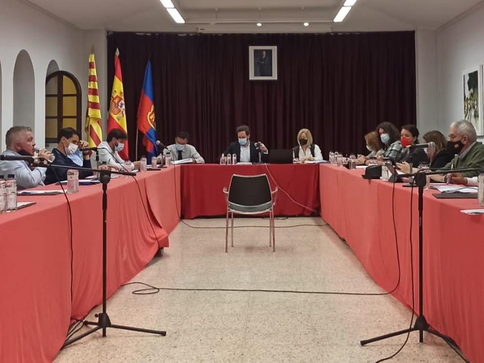 Imagen del pleno del Ayuntamiento de Monzón.