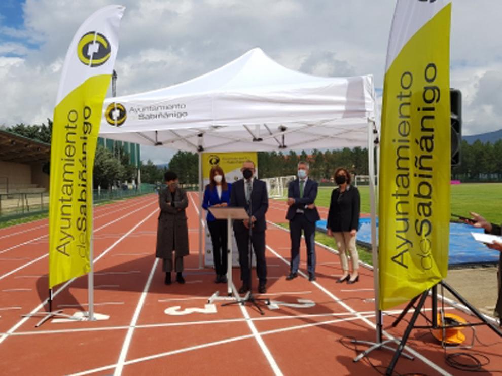 Las pistas de atletismo de Sabiñánigo lucen renovadas