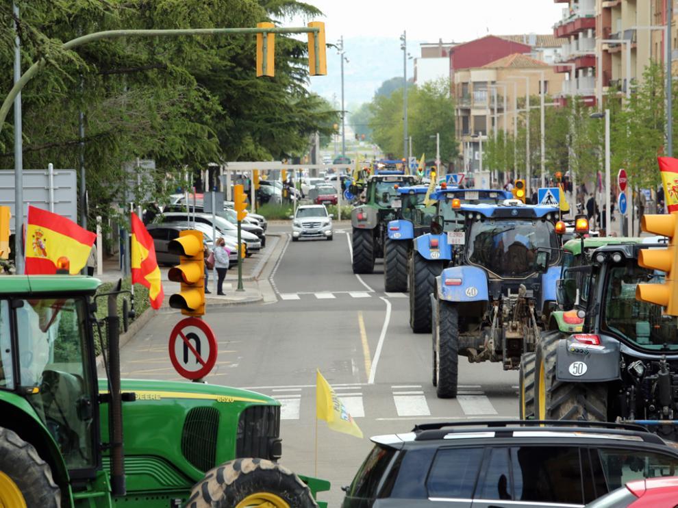 Tractorada por las calles de Huesca.