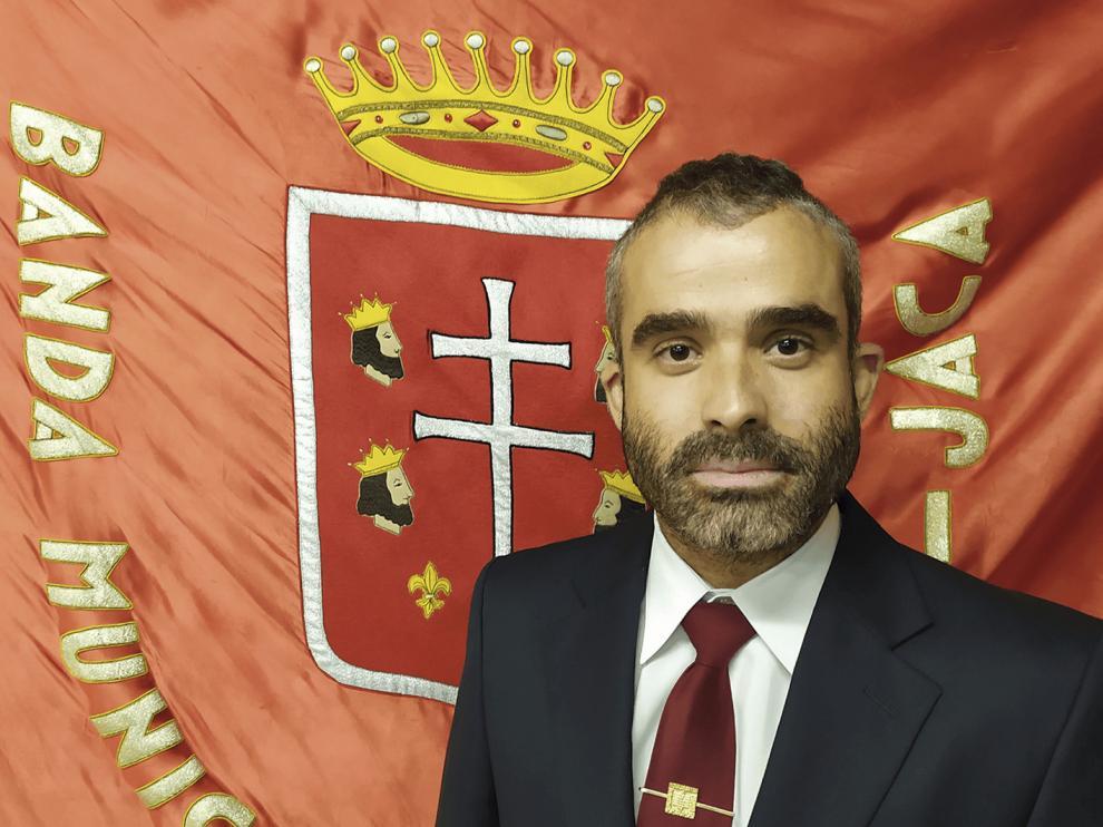 """Rafael Mayayo, director de la Banda Municipal de Música """"Santa Orosia"""" de Jaca."""