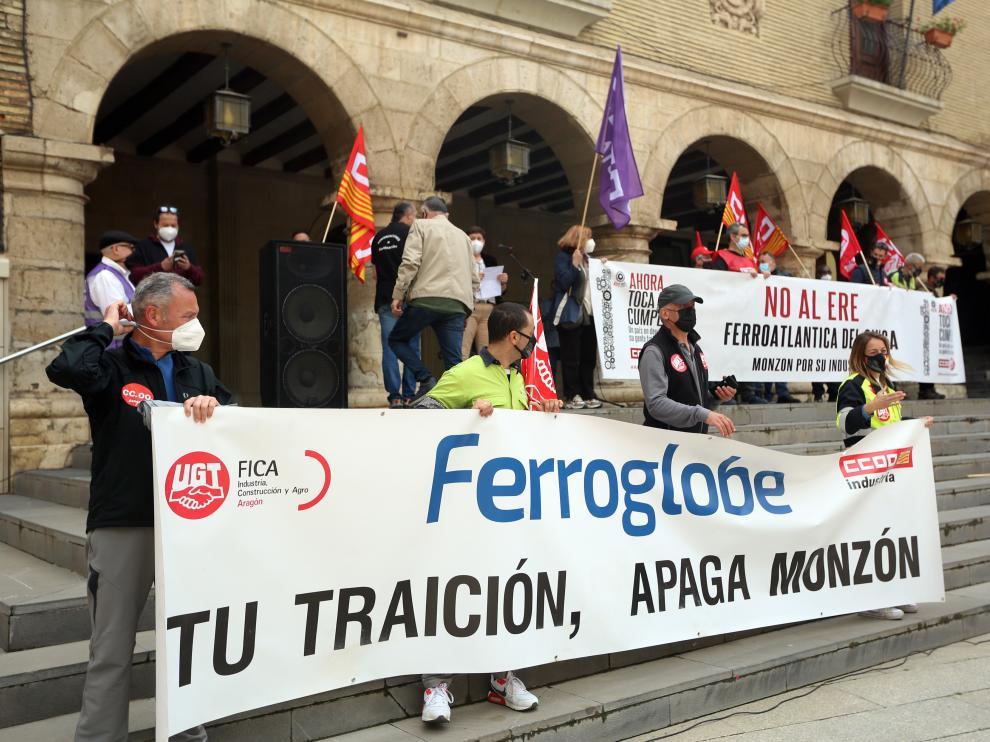 La manifestación en Monzón por el 1º de Mayo rechazó los despidos en Ferroatlántica.