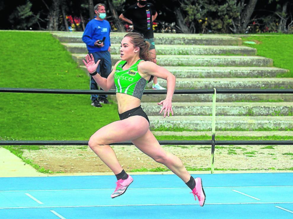 Manuela Villabona, durante la prueba de 100 lisos el pasado sábado en Huesca.
