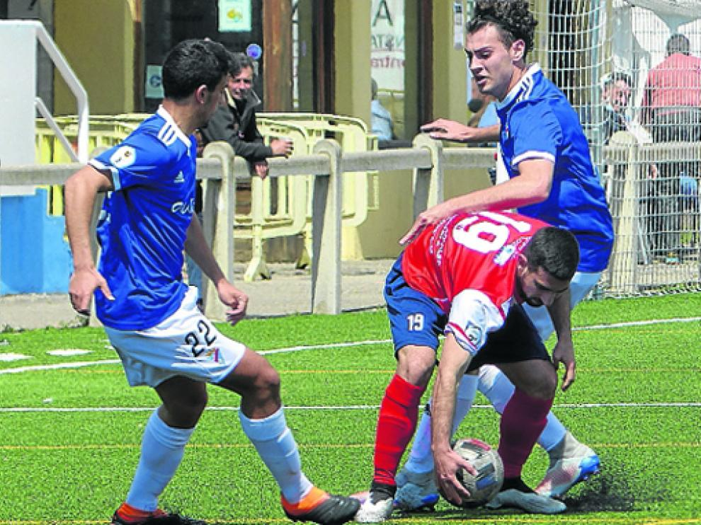 Sabiñánigo y Valdefierro empataron en el encuentro entre los dos últimos del grupo de la permanencia.