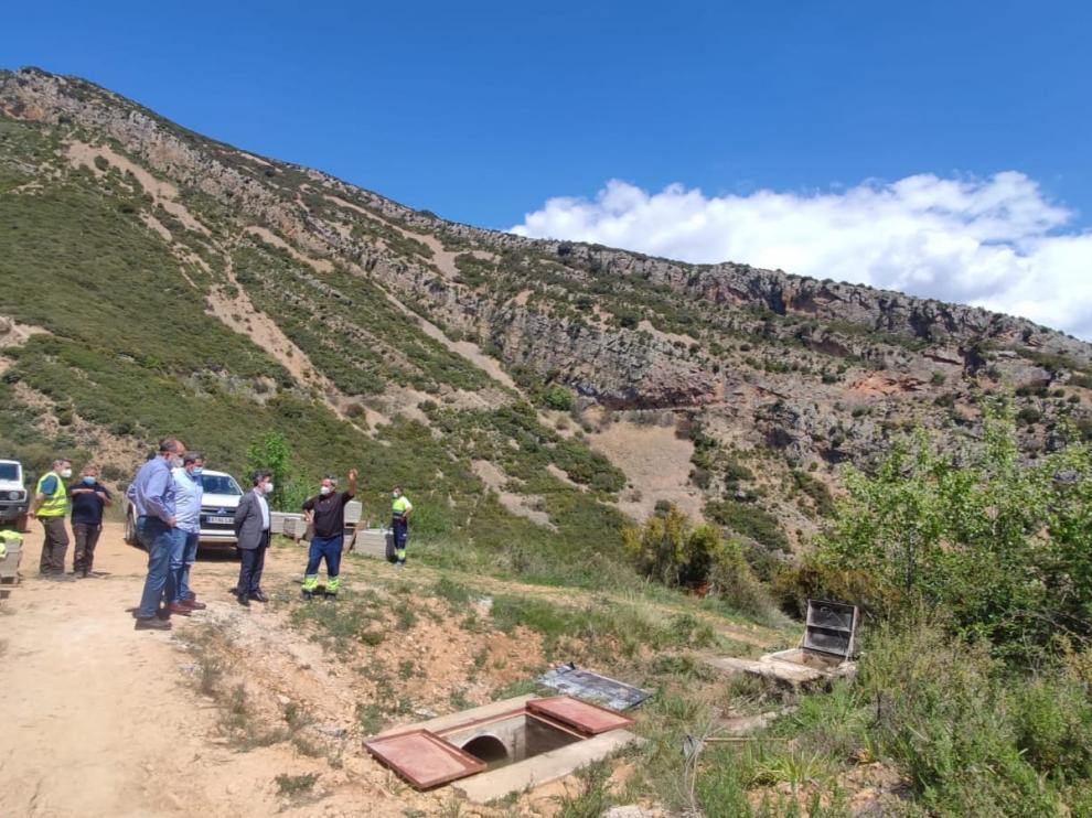 El alcalde de Huesca, Luis Felipe, y el concejal de Servicios Generales, Roberto Cacho, han visitado las obras.