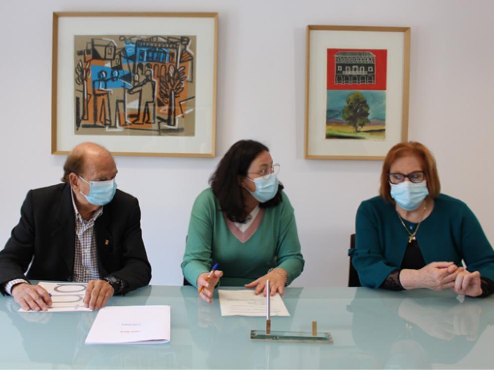 Firma del convenio de colaboración entre el Ayuntamiento de Binéfar y entidades sociales