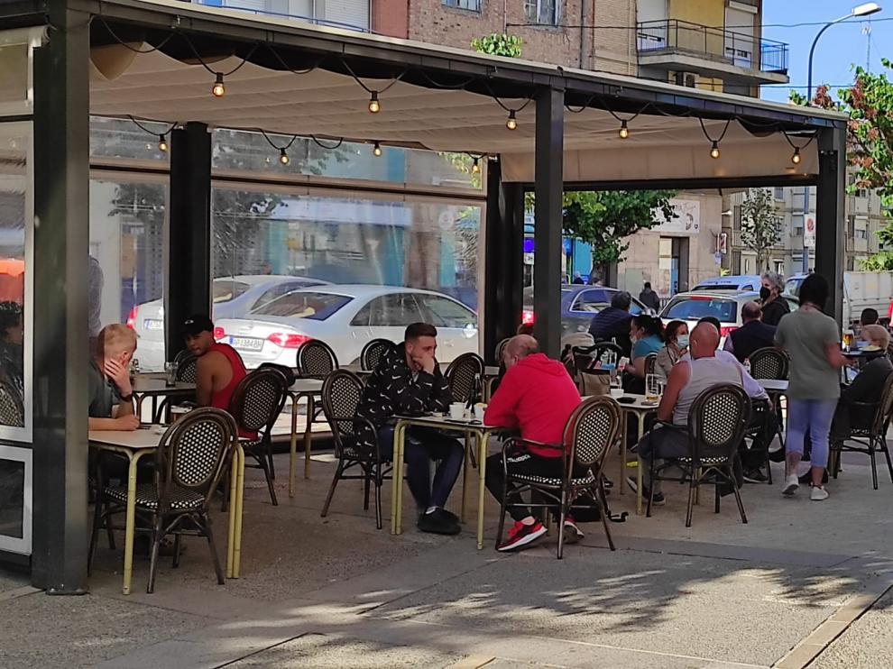 Los bares de Fraga pueden abrir desde mañana hasta las diez de la noche.