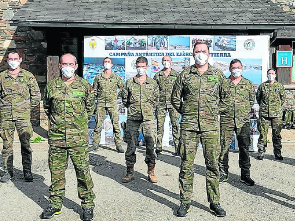 Miembros del grupo de la XXXV Campaña Antártica del Ejército de Tierra.