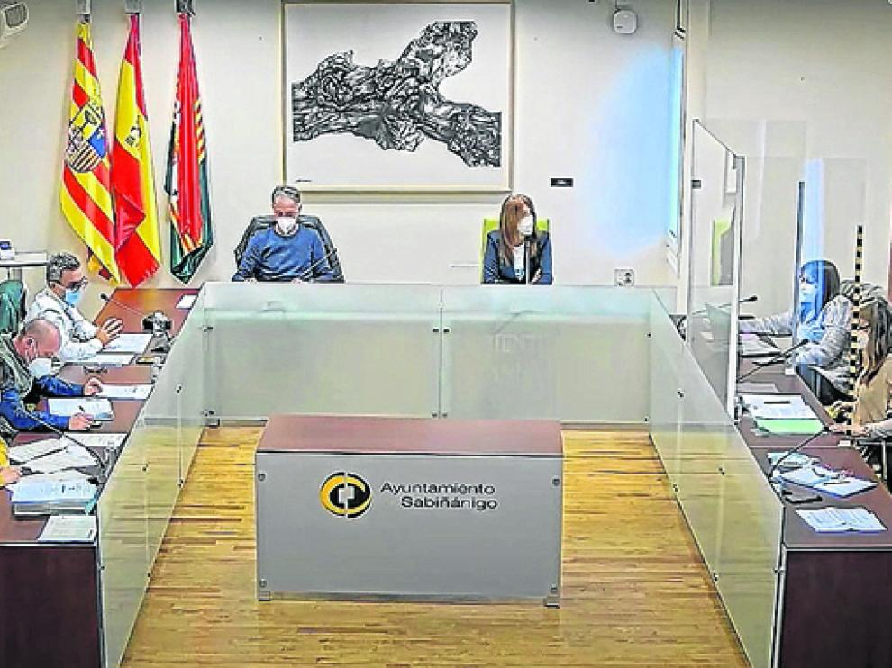 Participantes en el pleno del Ayuntamiento de Sabiñánigo celebrado la semana pasada.