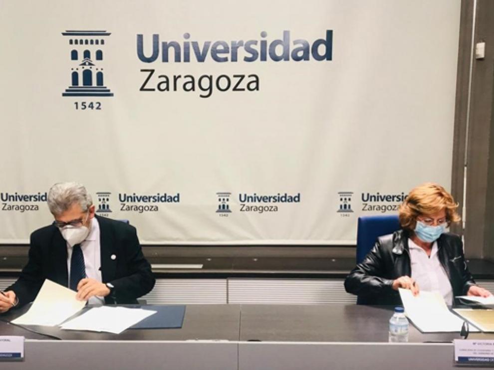 María Victoria Broto y Mayoral en la firma del convenio este martes