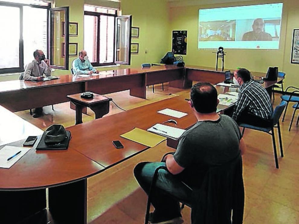 Participantes en la reunión de la Mesa de la Madera.