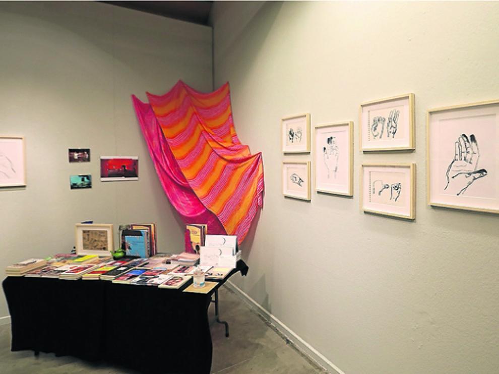 Las ilustraciones y fotografías que se exhiben fueron realizadas entre 2008 y 2018.