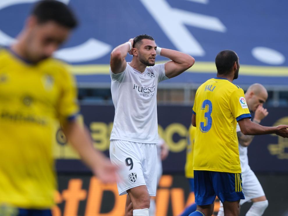 Rafa Mir lamenta una ocasión fallada ante el Cádiz